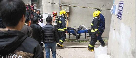 蓬溪某居民楼浓烟滚滚,七旬被困老人遭严重烧伤!目前已…