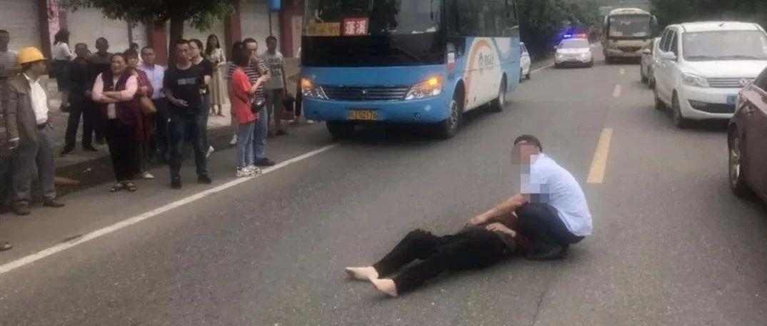 谴责!蓬溪男子驾车撞人后就开溜,伤者倒地痛苦不已!