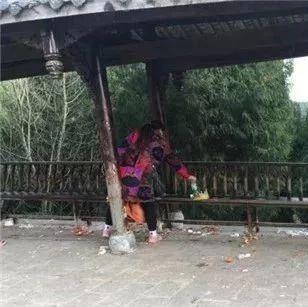 人群过后的蓬溪高峰山暴露出部分游客丑陋面,看着令人愤怒!