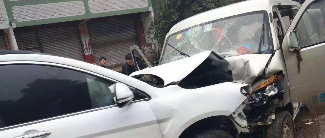 刚刚!蓬溪发生两车相撞事故,多人伤势严重已转往遂宁治疗!