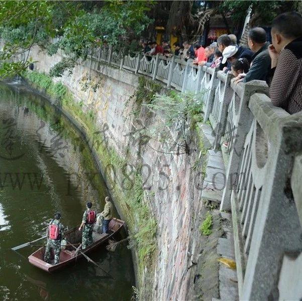 惊险!蓬溪消防队员为帮群众打捞物品,掉入芝溪河中!