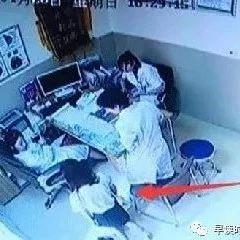 19岁女孩跪求医生为其做人流手术后竟要医生还她孩子!