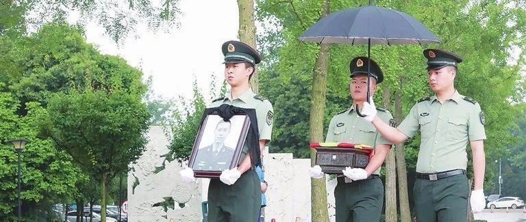 蓬溪籍军人陈彦霖壮烈牺牲获评烈士众人成都泪别好男儿!