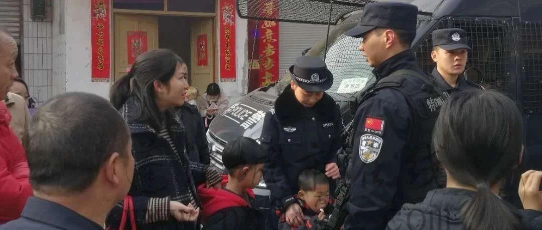 蓬溪一民警春节值守一线,家人的举动让人泪奔!