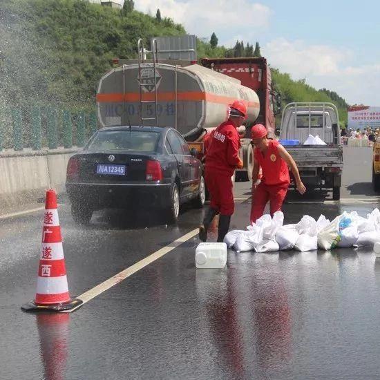 遂西高速蓬溪境内发生槽罐车危化品泄露?官方回应来了!