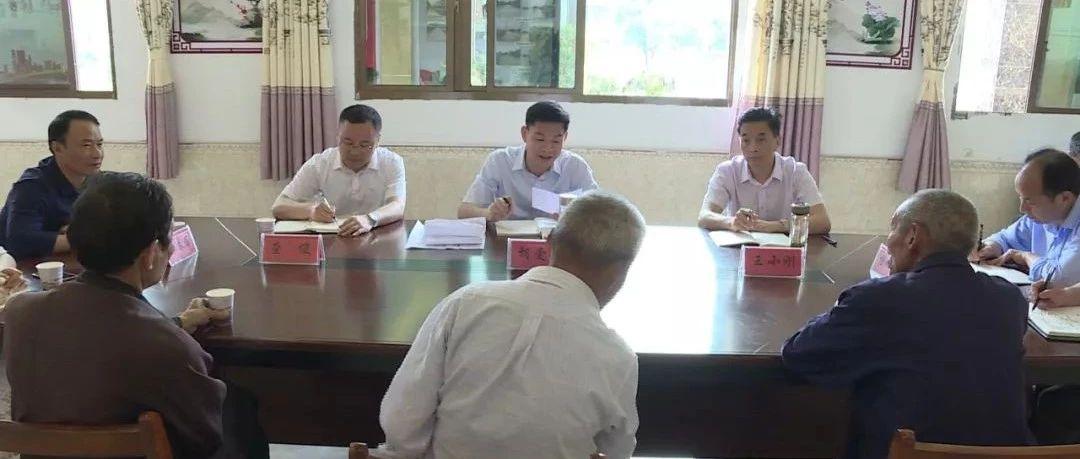 黄冈市委常委、市纪委书记、市监委主任胡爱民到大金镇张榜社区开展接访活动