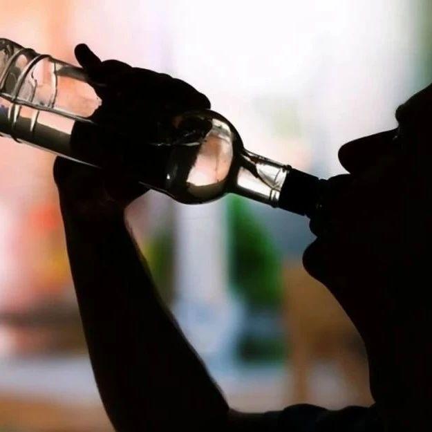 """""""建议立法禁止未成年人饮酒"""",你支持吗?"""