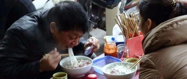 商城�h最�y吃的三碗面,含�I也要吃完!
