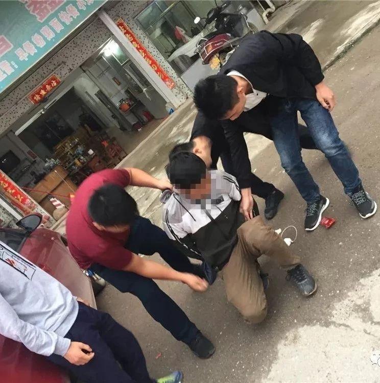 贺州多个车主汽车后视镜被盗,嫌疑人:如想拿回加微信!