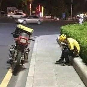 """昨晚,南溪连续发生2起""""外卖被偷""""事件!外卖小哥当场崩溃!"""
