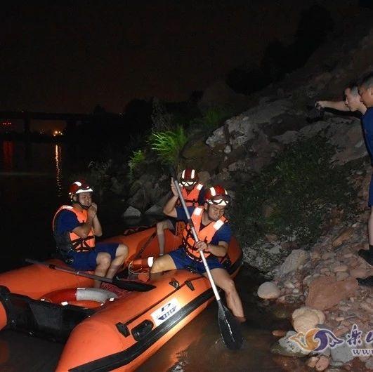 3男子被困江中命悬一线,现场救援视频↓↓↓