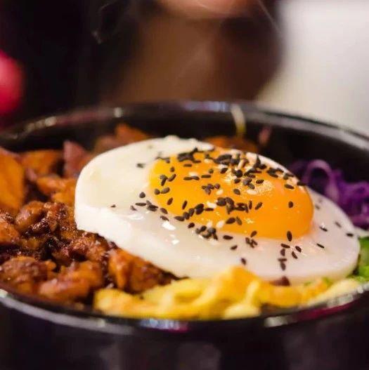 【明天吃什么】十分钟就能搞定的懒人拌饭,饭菜肉全在这一碗!