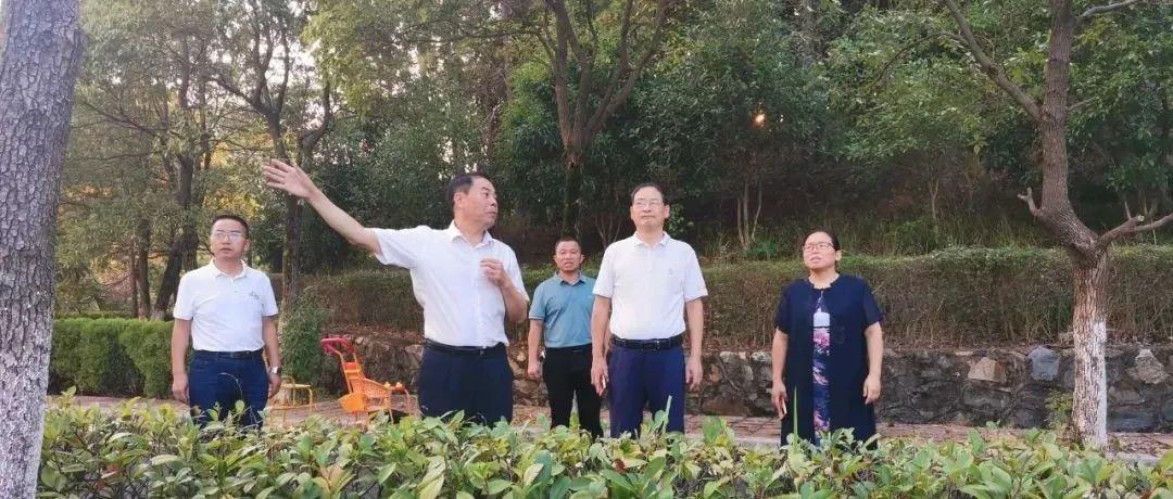 县政协主席易红根一行莅临永丰中学调研指导