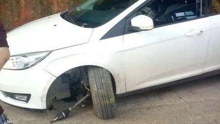 悲剧!宜宾一新手女司机和校车相撞,现场惨不忍睹!