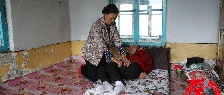 """丈夫瘫痪、儿子精神分裂、女儿白血病…这个黑龙江家庭入选""""全国最美"""",她怎么挺过来的?"""