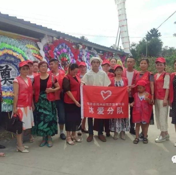 沐爱镇金塘村的朱正权因车祸不幸去世后,浓浓爱心温暖了这个困难的家庭