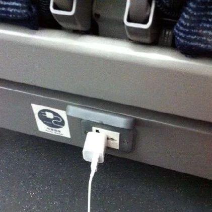 动车上充电的地方竟然这么多?这个