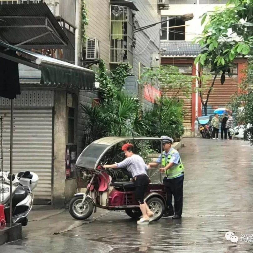 """筠连城区各地的40多辆""""僵尸车"""",终于被清理了"""