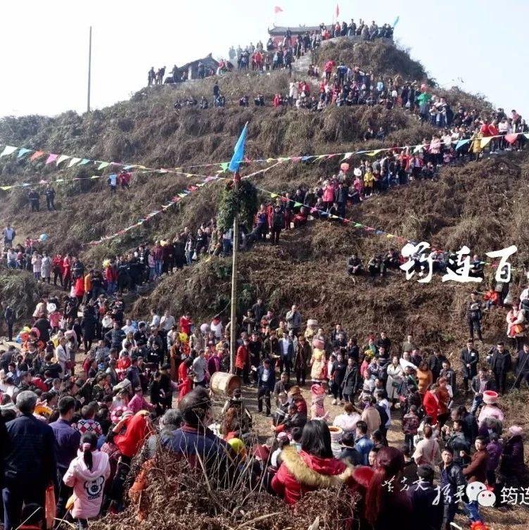 航拍下的巡司鲁班山山顶民间花山节,人山人海,热闹极了!