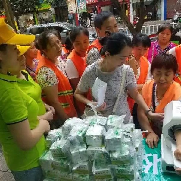 """昨天,筠连248名环卫工人得到了一份特殊的""""礼物""""!"""