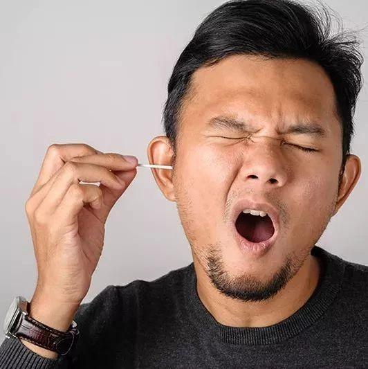 掏耳屎竟致颅内感染!耳屎到底能不能掏?原来这么多年都错了!!