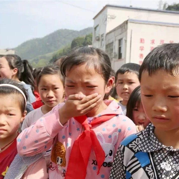 hg0088注册足球开户|首页孔雀乡中心校不少老师和学生都流下了眼泪.....