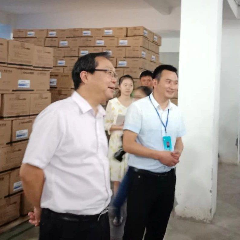 宜宾食药局领导到筠连后去了月饼生产和药品经营企业......