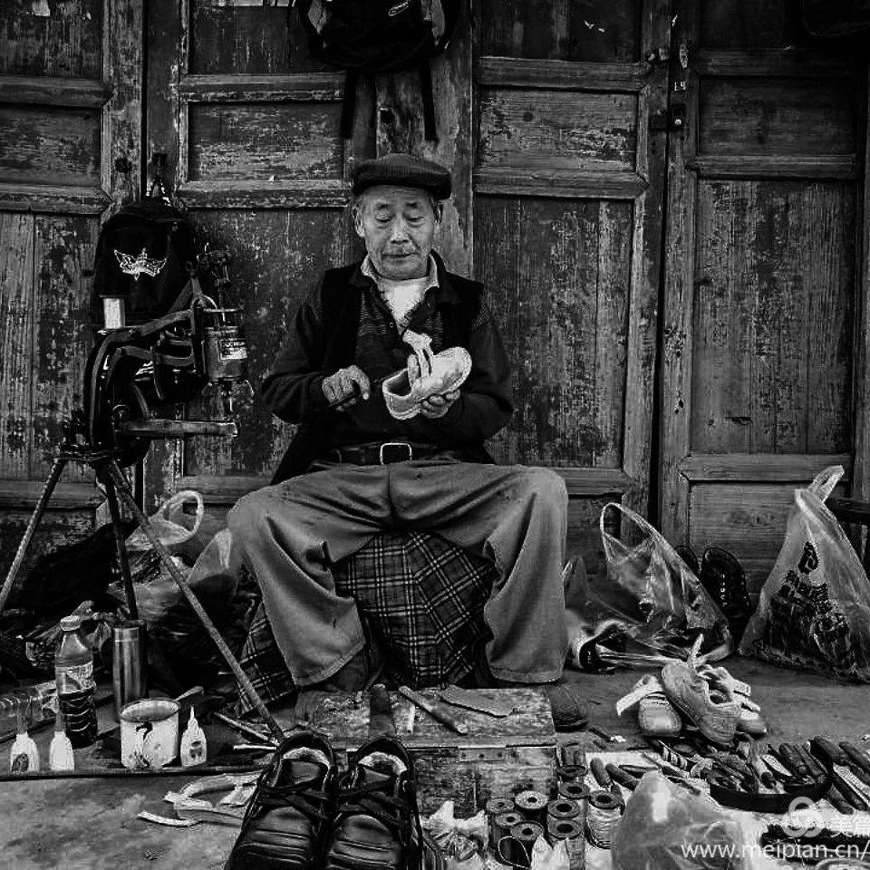 筠连蒿坝街头的这个老人家有着快要失传的手艺!