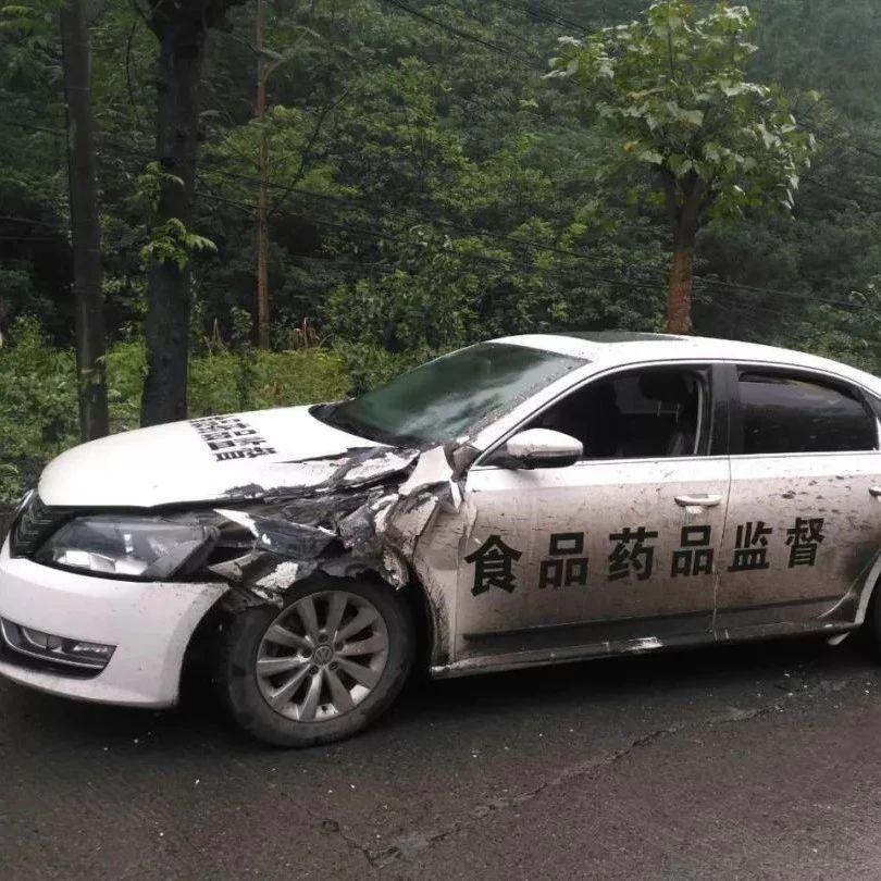 筠连扶贫干部路上遇到车祸,却仍然坚持完成工作!