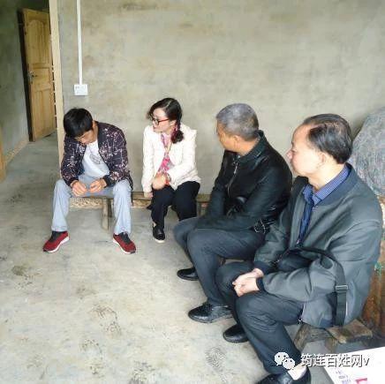 筠连龙镇乡的贫困户没想到,这些问题还有人主动来给自己解决!
