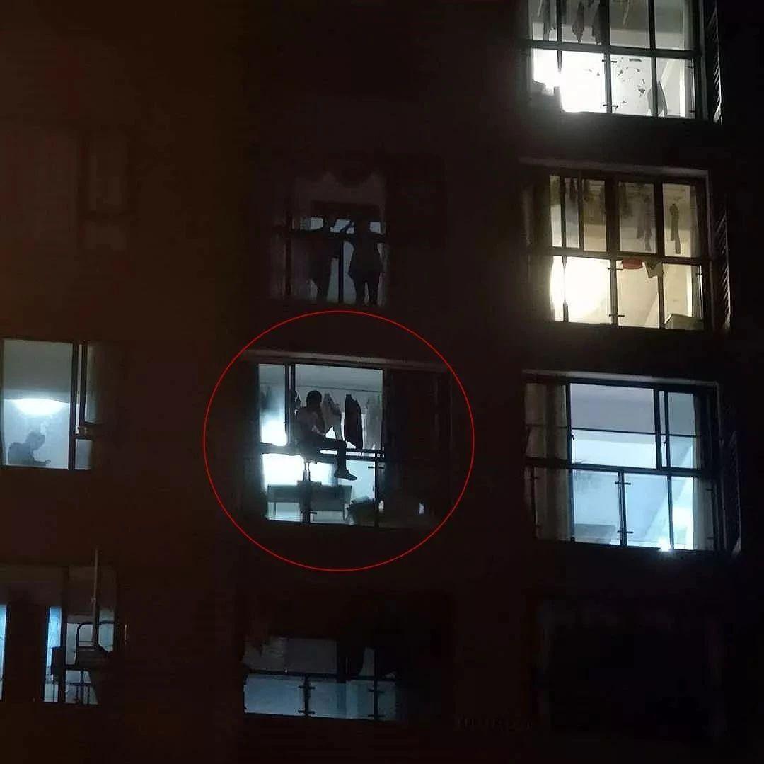 太冲动!宜宾有人坐在5楼的窗台上打算跳楼!