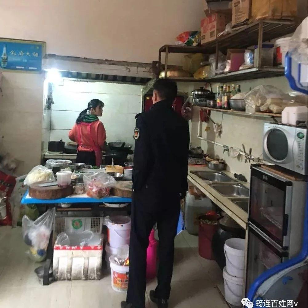 筠连县对餐饮油烟、露天烧烤进行专项整治,发放整改书44份!