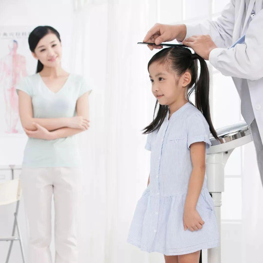 7岁女孩一年长高十多厘米,医生却说惨了!