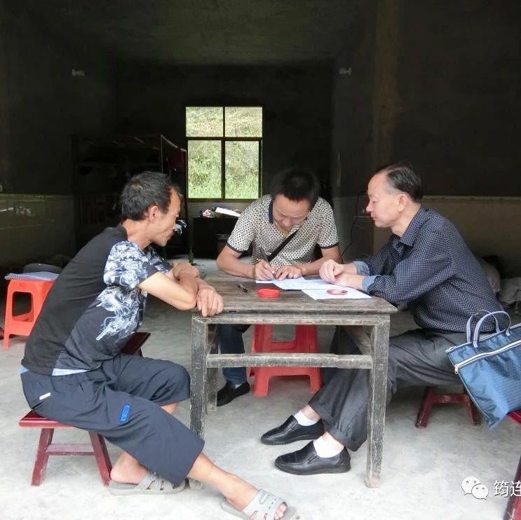 筠连县龙镇乡这13户人家里来了些人,询问了不少问题!