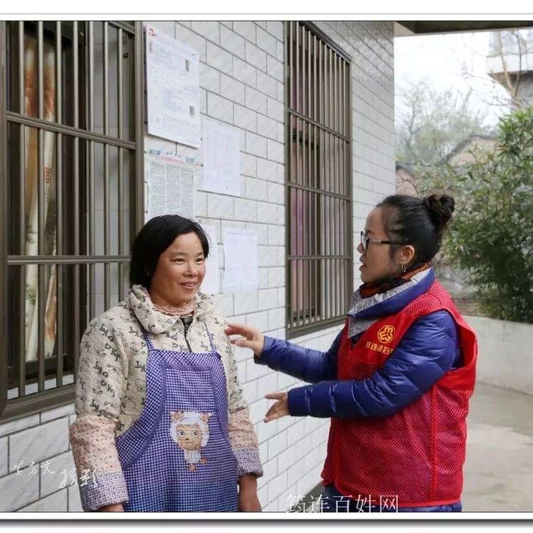 筠连镇水源村一村民住上了新房,对帮助过她的这些人非常感谢!