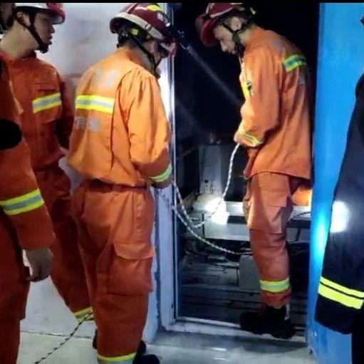 筠�B��急、消防部�T在�L��地震后立即奔赴��^�M行救援