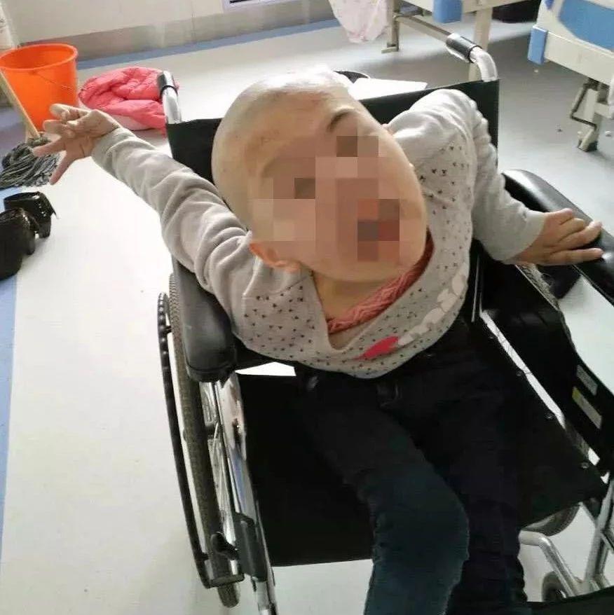"""11岁女孩喝了妈妈煮的一碗""""水"""",竟手脚变形、严重脑损伤..."""