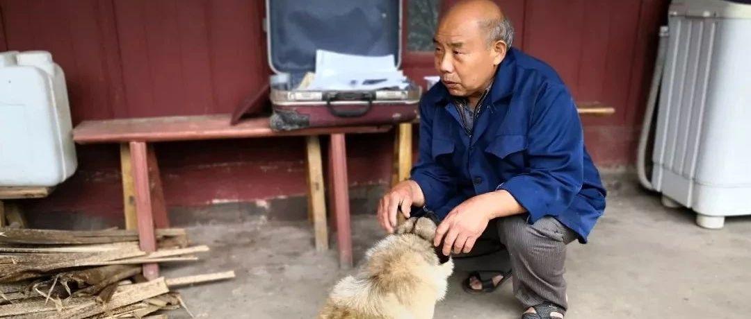 筠连镇舟一村民寻找失联的儿子,希望他能去领取姐姐的骨灰!