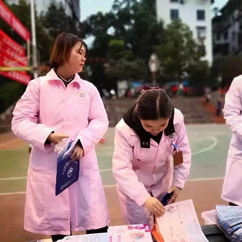 筠连县筠连镇社区卫生服务中心开展艾滋病防治知识宣传活动