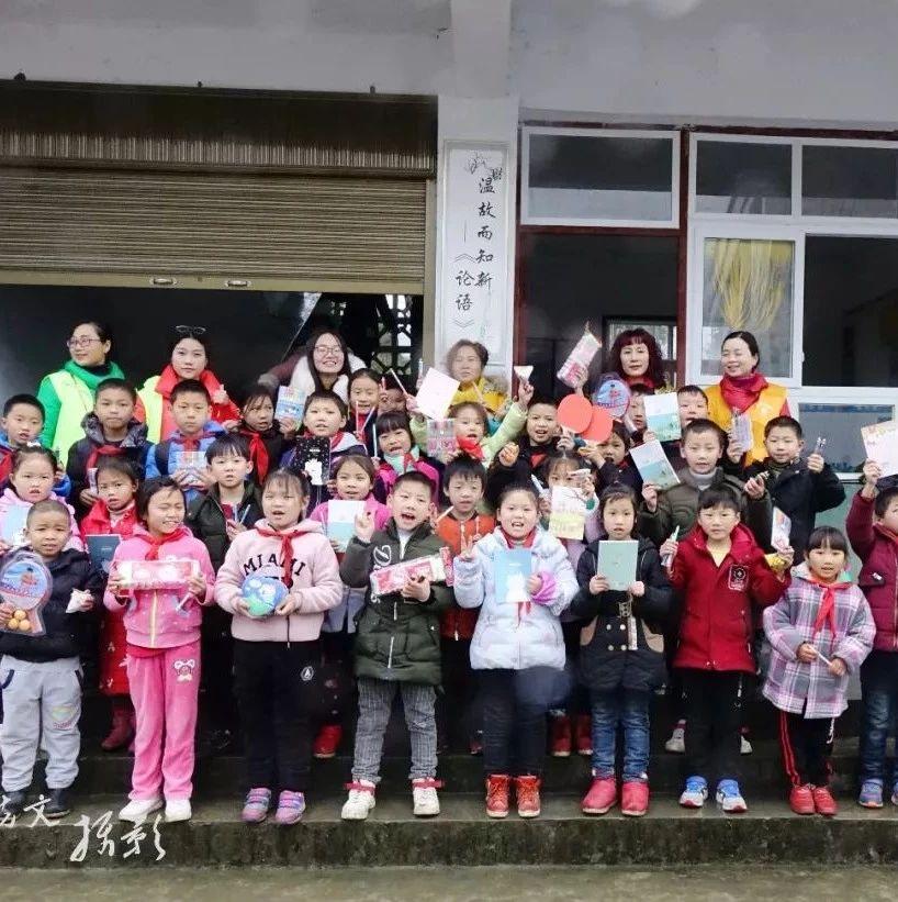 传递冬日温暖!筠连武德乡这所学校的98名学生都被他们给暖化了~