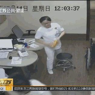 女子手上插着条鱼冲进医院,护士看了一眼吓得腿直抖!