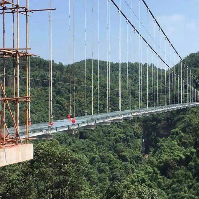 """筠连人是时候去体验一下惊险刺激的""""9D特效玻璃天桥""""了!"""