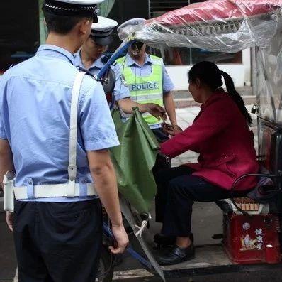 筠连公安交警将对二、三轮、面包车超员超载等交通违法行为实施顶格处罚!