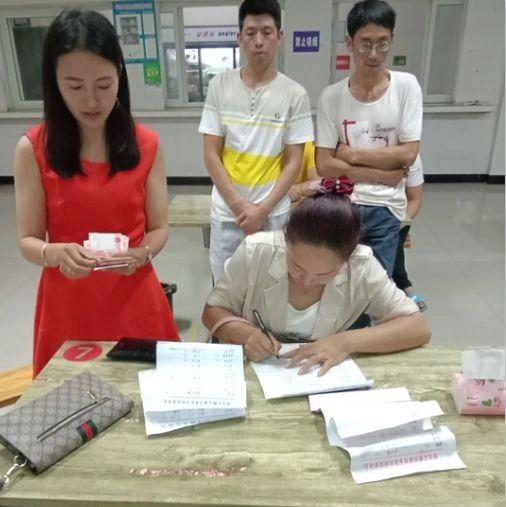 两名外地孩子在筠连巡司溺亡后,黄荆村几百多名村民自发这样做...