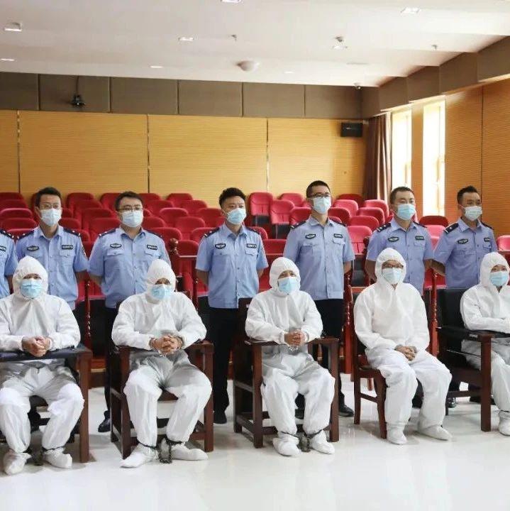 陇南法院公开开庭审理一起5人诈骗案