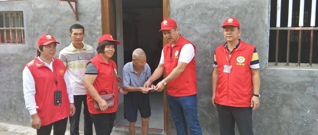 澳门威尼斯人娱乐场官网客家志愿者服务队开展龙潭镇等村特困家庭的献爱心公益活动