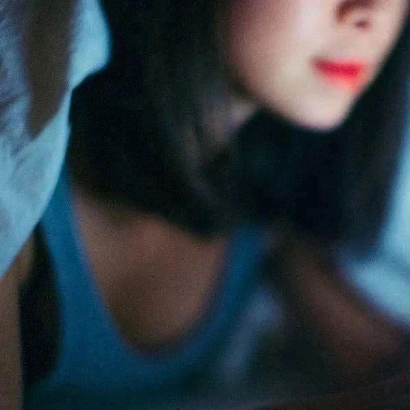 一女子自愿与KTV男服务员发生关系,怕丈夫知道竟然……