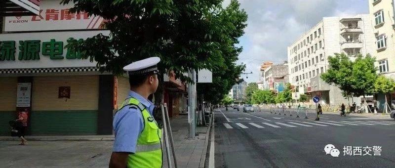 揭西�h公安局交警大�掀起道路交通秩序整治攻���