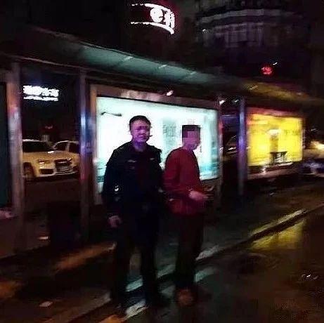 宜宾一市民坐车遭遇三只手,犯罪嫌疑人得手后被......