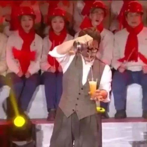 一分钟揭秘!刘谦从一把壶里倒出葡萄酒、豆汁、红茶,他是怎么做到的?
